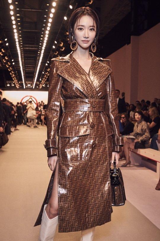 f265a4c12af85 رأي مستخدمي النت  Go Jun Hee في عرض أزياء Fendi